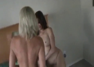Daughter cuckolding while mom is being fucked