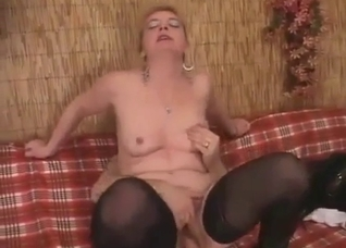 Mature in pantyhose homemade porn