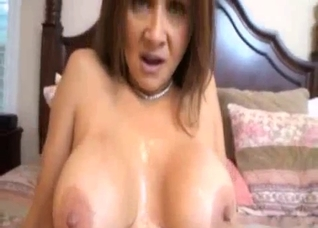 Mommy with hairy pussy is getting a cumshot
